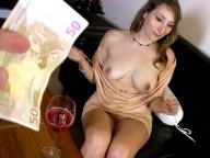 Vidéo porno mobile : Larry chope une fille bourrée à une fête